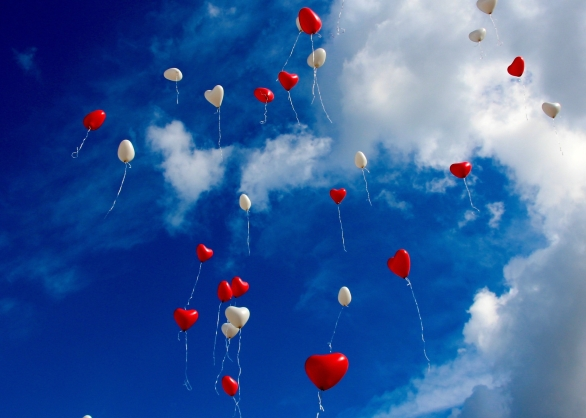 balloons-clouds-heart-33479.jpg